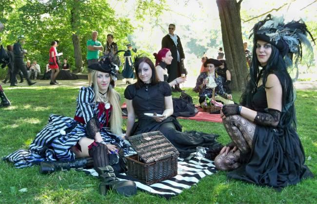 039 goth picnic leipzig 650 420 danse macabre. Black Bedroom Furniture Sets. Home Design Ideas